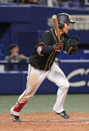 5回、阪神・木浪が右前に2点打を放つ=ナゴヤドーム