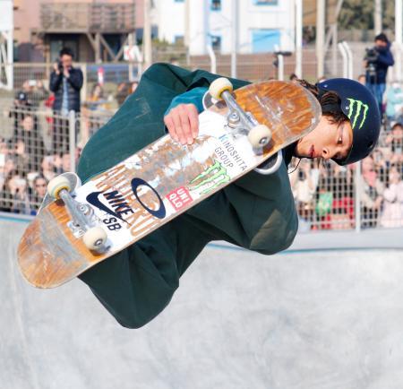 スケートボードの日本オープン・パーク大会男子で3位に入った平野歩夢選手=16日、神奈川県藤沢市の鵠沼海浜公園スケートパーク
