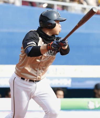 6回、中越えに本塁打を放つ日本ハム・近藤=ZOZOマリン