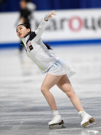 女子SPを前に公式練習で調整する紀平梨花=さいたまスーパーアリーナ