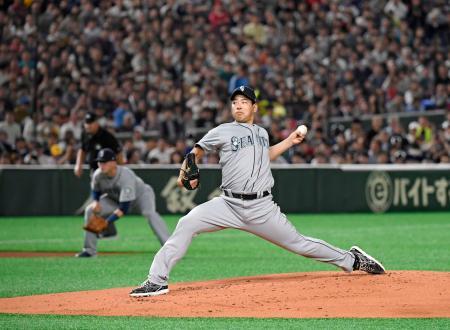 米大リーグ、アスレチックスとの開幕2戦目に先発し、メジャーデビューを果たしたマリナーズの菊池雄星投手=21日、東京ドーム