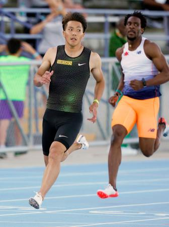 男子100メートルで10秒18(追い風参考)をマークした山県亮太(左)=ジャクソンビル(共同)