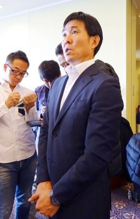 取材に応じるサッカー日本代表の森保一監督=27日、神戸市内のホテル