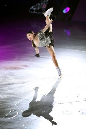 アイスショー「スターズ・オン・アイス」の大阪公演で演技する紀平梨花=東和薬品ラクタブドーム