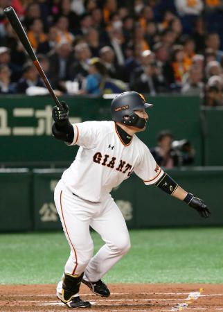 3回巨人2死一、三塁、丸が右中間に先制3ランを放つ=東京ドーム