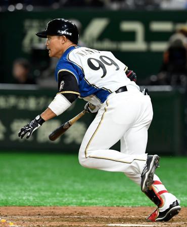 5回日本ハム2死二塁、王柏融が中前に適時打を放つ=東京ドーム