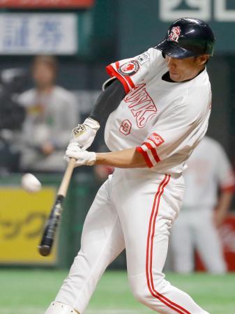 1回ソフトバンク1死一塁、柳田が左越えに先制2ランを放つ=ヤフオクドーム