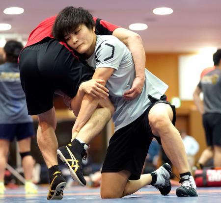 練習する伊調馨=味の素ナショナルトレーニングセンター
