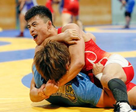 練習で汗を流すレスリング男子グレコローマン60キロ級の文田健一郎=横浜市の日体大健志台キャンパス