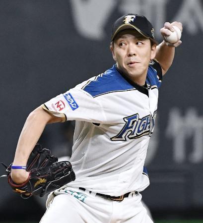 7回3番手で登板し、通算300ホールドを達成した日本ハム・宮西=札幌ドーム