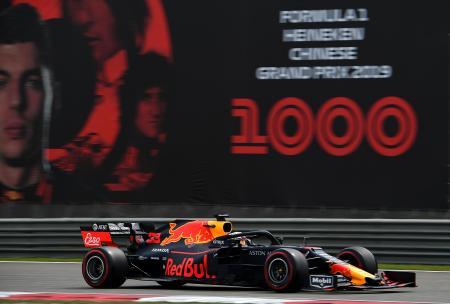 F1中国グランプリの予選で走行するレッドブル・ホンダのマックス・フェルスタッペン=上海(ゲッティ=共同)