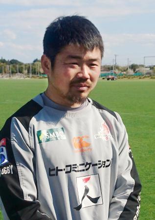 サンウルブズの練習後、スーパーラグビーからの除外決定について語る田中=千葉県市原市