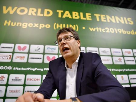 共同通信の単独インタビューに応じる国際卓球連盟のトーマス・ワイカート会長=19日、ブダペスト(共同)
