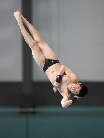 飛び込みの日本室内選手権の男子高飛び込みで優勝した中学1年で12歳の玉井陸斗。国内主要大会では史上最年少=21日、東京辰巳国際水泳場