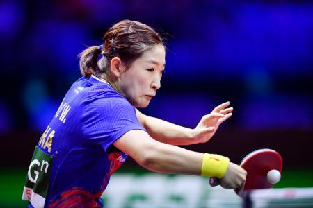 女子シングルスで優勝した中国の劉詩ブン=ブダペスト(共同)