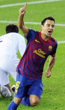 バルセロナ時代の2011年、クラブW杯決勝でゴールを決め、喜ぶシャビ=日産スタジアム