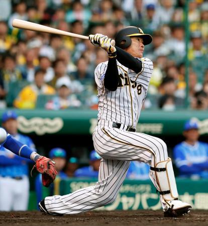 9回阪神2死一塁、福留が右越えにサヨナラ2ランを放つ=甲子園