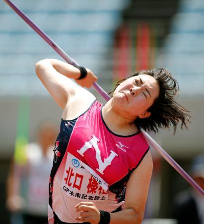 女子やり投げ 64メートル36の日本新記録をマークして優勝した北口榛花=ヤンマースタジアム長居