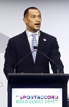 夏季五輪国際競技連盟連合の総会で報告する室伏広治氏=7日、オーストラリア・ゴールドコースト(共同)