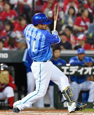 5回DeNA無死、宮崎が左越えにこの試合2本目となる本塁打を放つ=マツダ