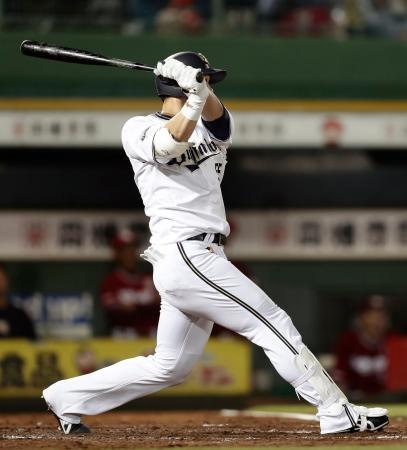 4回オリックス1死、T―岡田が中越えに本塁打を放つ=ほっともっと神戸