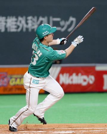 6回日本ハム無死一塁、渡辺が左中間に2ランを放つ=札幌ドーム