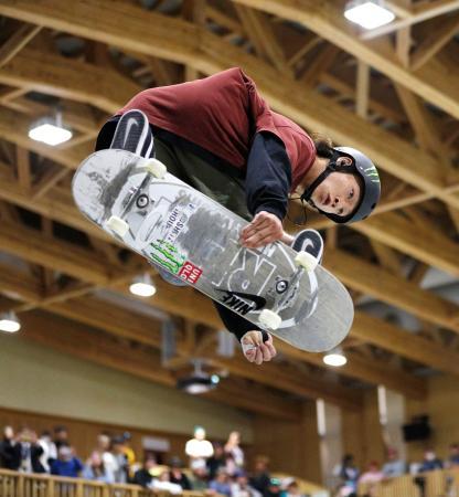 スケートボードの日本選手権、パーク種目で優勝した平野歩夢=12日、新潟県村上市の村上市スケートパーク