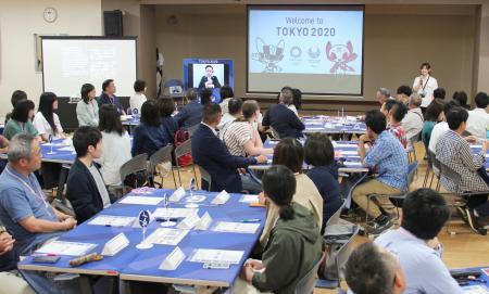 福島市で行われた東京五輪・パラリンピックのボランティア応募者に対するオリエンテーション=12日