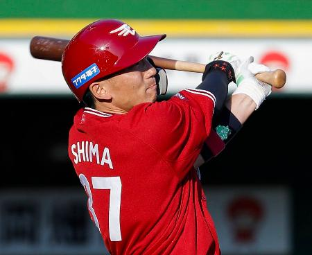 7回楽天無死満塁、嶋が中越えに勝ち越し打を放つ=ほっともっと神戸