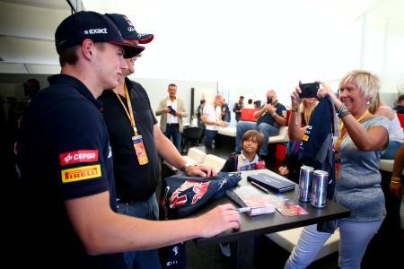 昨年のイタリアGPでレッドブルが行った「パドッククラブ」の様子。チーム毎に販売するパドッククラブでは、所属ドライバーがあいさつにやってくるなどゲストは手厚くもてなされる(C)Getty Images/Red Bull Content Pool