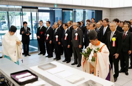 「ジャパン・スポーツ・オリンピック・スクエア」で行われた竣工式=16日午前、東京都新宿区