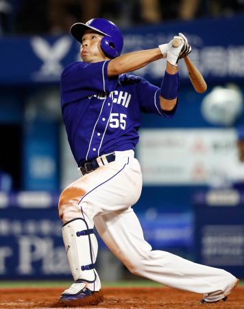 7回中日1死三塁、福田が左前に勝ち越し打を放つ=横浜