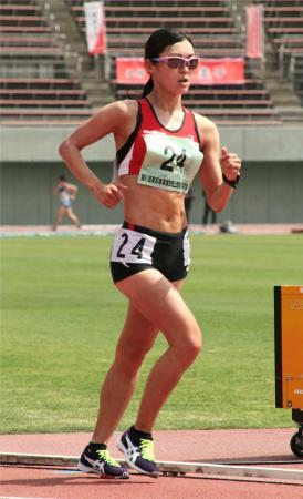 女子5000メートル競歩 20分42秒25の日本新記録で6連覇した岡田久美子=熊谷スポーツ文化公園陸上競技場