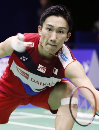 1次リーグ タイ戦でプレーする男子シングルスの桃田賢斗=南寧(共同)