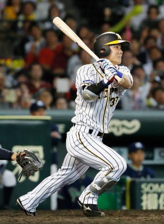 9回阪神1死満塁、糸原が右越えにサヨナラ打を放つ=甲子園
