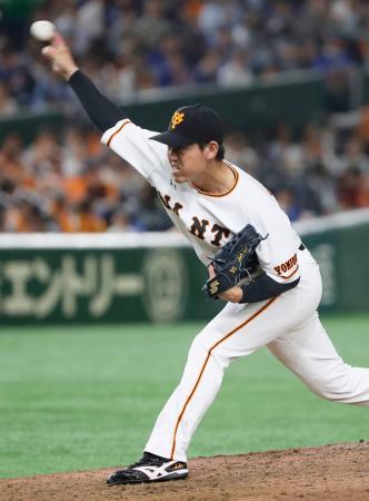 5回途中から登板し、プロ初勝利を挙げた巨人・桜井=東京ドーム