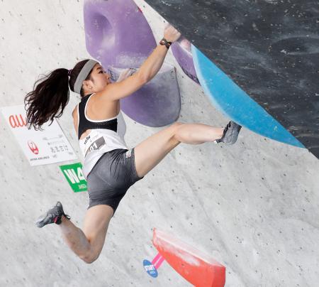 女子予選 1位で決勝に進んだ野中生萌=石鎚クライミングパークSAIJO