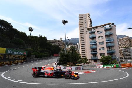 F1シリーズ第6戦、モナコGP予選、レッドブル・ホンダのマックス・フェルスタッペン=25日、モンテカルロ(ゲッティ=共同)
