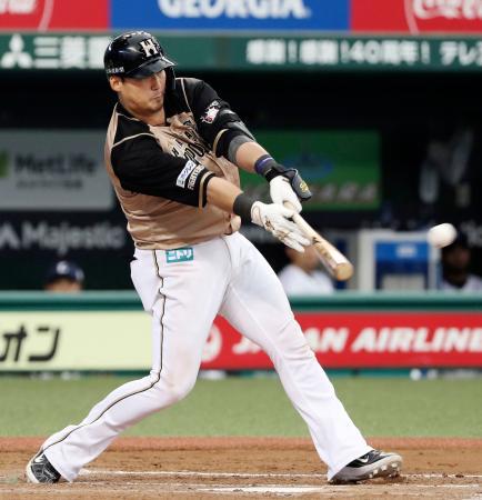 8回日本ハム2死二塁、中田が中前に適時打を放つ=メットライフドーム