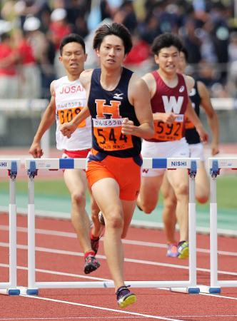 男子400メートル障害 49秒25で優勝した豊田将樹=相模原ギオンスタジアム