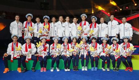 スディルマン杯で準優勝となり、写真に納まる日本代表チーム=南寧(共同)