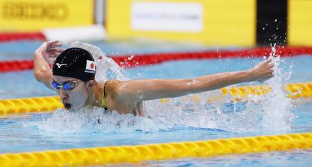 女子400メートル個人メドレー決勝 4分33秒81で優勝した大橋悠依のバタフライ=東京辰巳国際水泳場