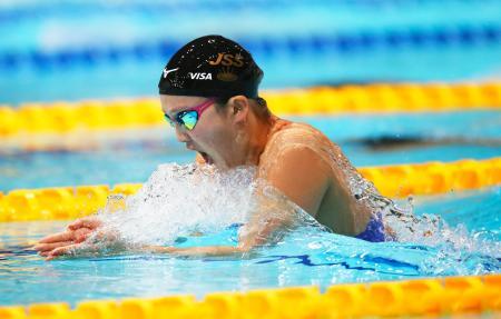 女子200メートル平泳ぎ決勝 2分23秒65で優勝した渡部香生子=東京辰巳国際水泳場
