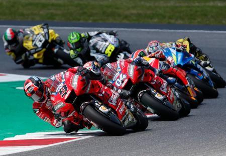 オートバイの世界選手権シリーズ第6戦イタリアGP、モトGPクラスで首位に立つドゥカティのダニロ・ペトルッチ=2日、ムジェッロ(AP=共同)