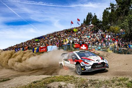 WRC第7戦、ラリー・ポルトガルで疾走するトヨタのオット・タナク=2日、ファフェ(ゲッティ=共同)