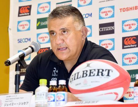記者会見するラグビー日本代表のジョセフ・ヘッドコーチ=3日、東京都内