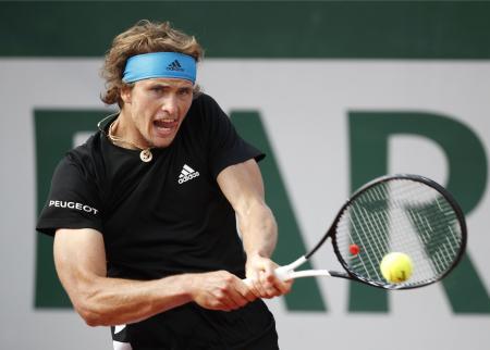 男子シングルス4回戦でファビオ・フォニーニを下し、2年連続で準々決勝に進出したアレクサンダー・ズベレフ=パリ(共同)