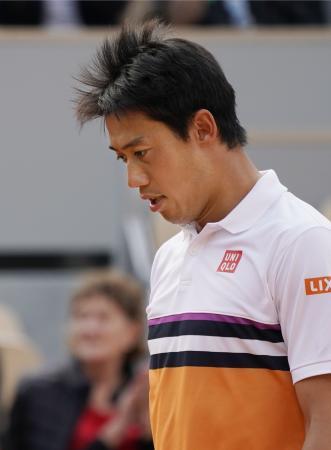 テニスの全仏オープンの男子シングルス準々決勝でラファエル・ナダルに敗れた錦織圭=4日、パリ(共同)