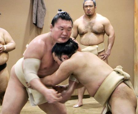 稽古を本格的に再開した白鵬=東京都墨田区の宮城野部屋