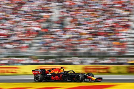 F1第7戦カナダGP、決勝で走行するレッドブル・ホンダのマックス・フェルスタッペン=9日、モントリオール(ゲッティ=共同)